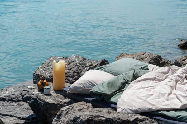 Bettdeckenbezug und Kissenbezug in beige und. fichtengrün auf Klippe