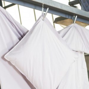 Bettdeckenbezug und Kissenbezug in kalk